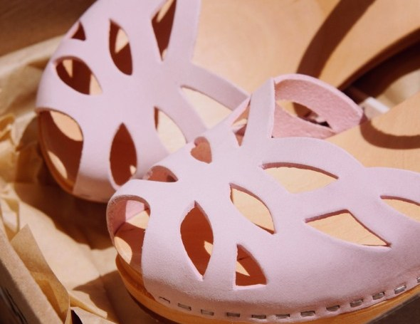 _swedish hasbeens ornamental clogs pink shoes chaussures sandales_effected