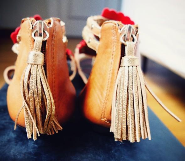 Sandales à pompons dolce vita