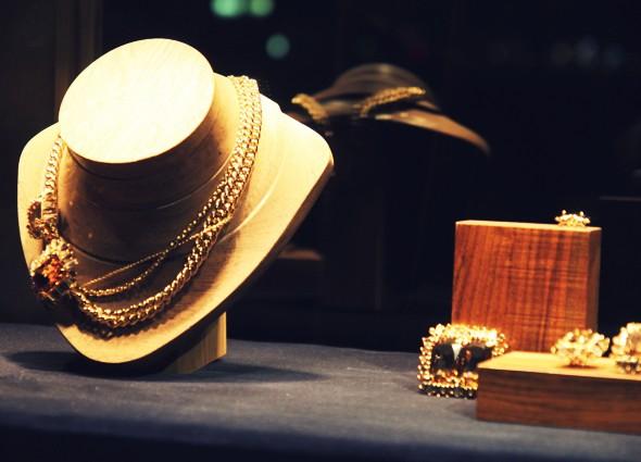 bijoux jewel carolina herrera_effected
