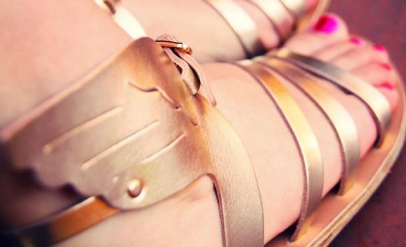 luxe-Ancient-Greek-Sandals-Ikaria-spartiates-gold-tan.jpg_effected - copie