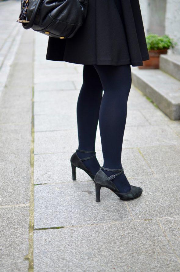 Cremieux Petite robe noire zoom talons Repetto