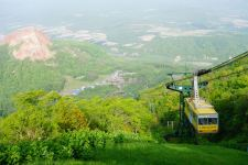 Hokkaido_spring_time_ropeway_nature_countryside