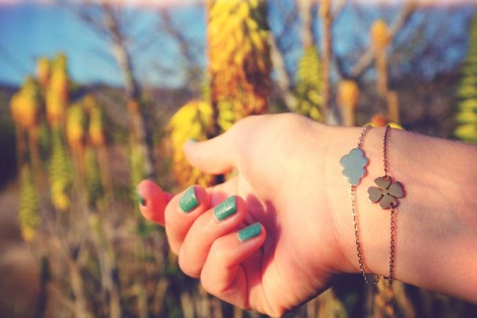 vernis_nail_polish_opi_nordik_fashion_beauty_glitters_zag_bijoux_bracelet_trefle_shamrock_cloud_nuage_or_acier_effected