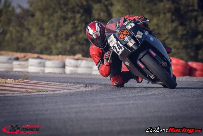 moto en circuito