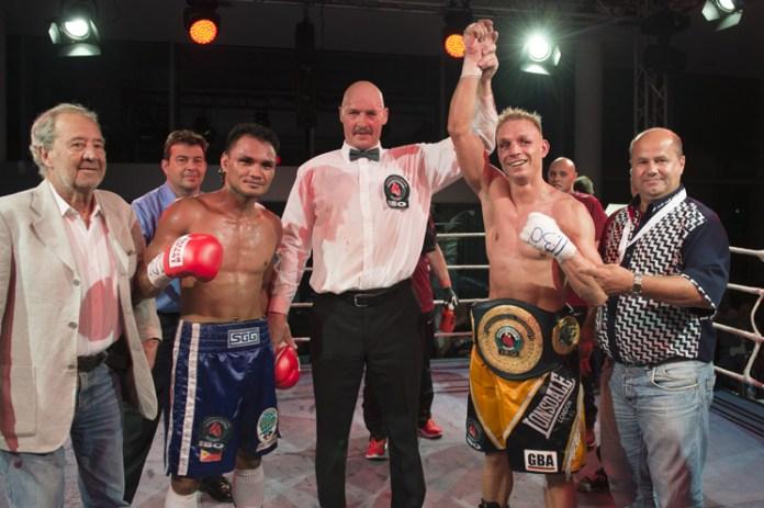 Siegerehrung nach dem Boxkampf Rey Labao gegen Rico Müller