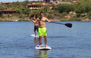 Huck - auf dem Lake Las Vegas Paddleboarden