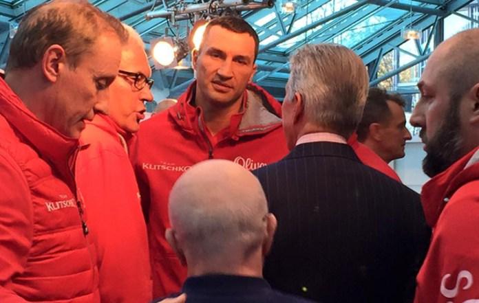 Wladimir Klitschko und sein Team / Foto: Thomas Künzel