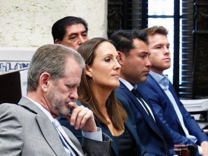 """All Stars Promotion Chef Felix """"Tutico"""" Zabala behauptet im Jahre 2008 mit Canelo Alvarez einen rechtsgültigen Vertrag über 4 Jahre abgeschlossen zu haben und er verklagt nun Canelo und Golden Boy Promotion, vertreten durch Oscar de la Hoya"""