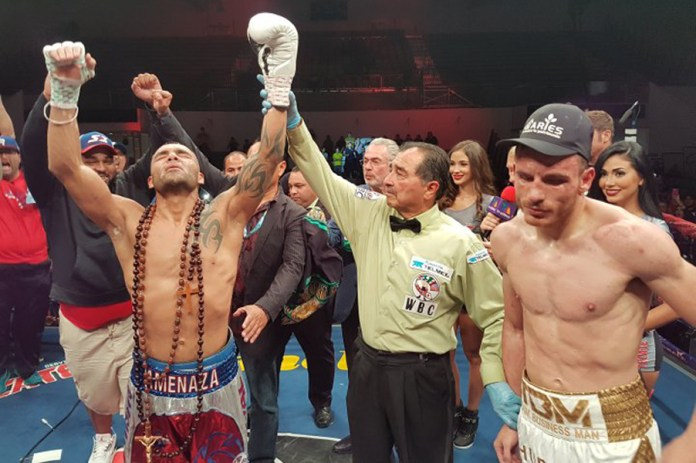 Omar Chavez (36-3-1, 24 KO-Siege) enttäuschte seine Fans als er in der Nacht zum heutigen Sonntag im Nuevo León Gymnasium in Monterrey, Mexiko klar und einstimmig gegen seinen Landsmann den 37jährigen Roberto Garcia (41-3-0, 24 KO-Siege) nach Punkten verlor.