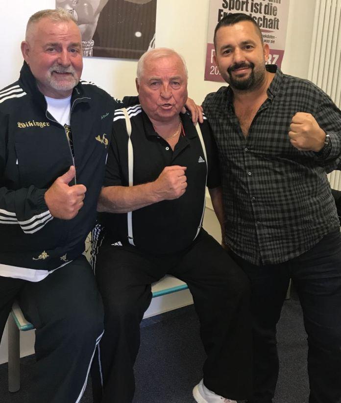 So soll es sein: Vereinte Hilfe für den WBSS Boxer Avni Yilderim, der von Boxer des Wiking Box-Teams und des Sauerland Box-Teams bei seinen Vorbereitungen für den Kampf gegen Chris Eubank jr unterstützt wird