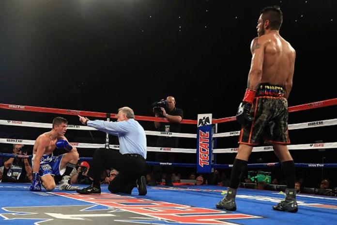 ......aber der Olympiasieger von 2012 in Londin steht wieder auf und bietet Linares einen beherzten Fight.