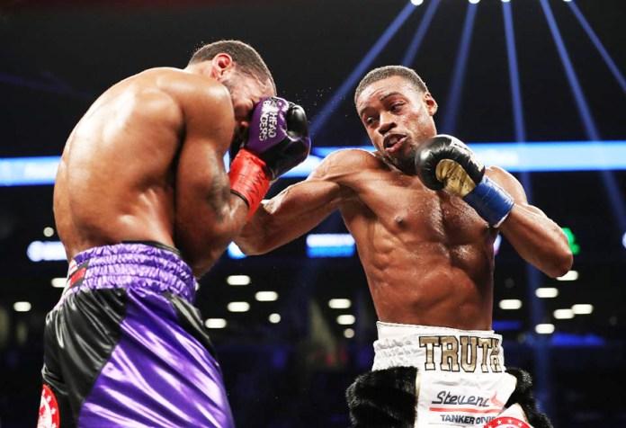 Errol Spence erzielte einen überzeugenden TKO-Sieg, als Petersons Trainer Barry Hunter das Handtuch warf und damit den Kampf beendete, als er erkannte, dass Peterson keine realistische Chance auf den Sieg mehr hatte hatte. Hunter rettete damit seinen Fighter nur vor noch einer größeren Bestrafung.