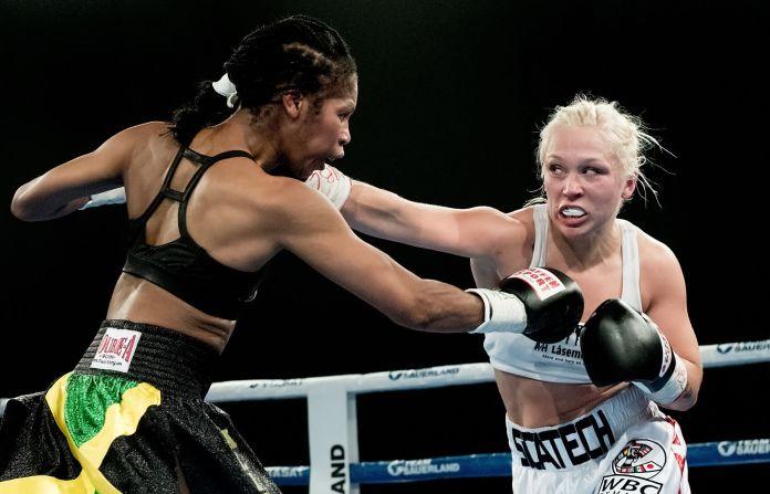 Dina-Thorslund gewann durch einen klaren und einstimmigen Punktsieg über die schon über 50 Jahre alte US-Amerikanerin Alicia-Ashley gestern Abend in der Arena in Struer, Dänemark den WBC Weltmeistertitel im Super-Banatamgewicht.