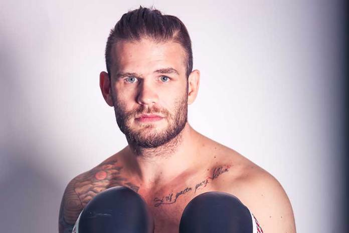 Aufgalopp für ein Karriere-Comeback mit neuem Team und neuem Promoter: Ex-Europa,eister Michael Wallisch stand nach 10 Monaten Ringabstinenz erstmals wieder in einem Boxring und siehte durch KO in der 4. Runde über den Bosnier .......