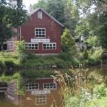 Saddle-River-inn-summer
