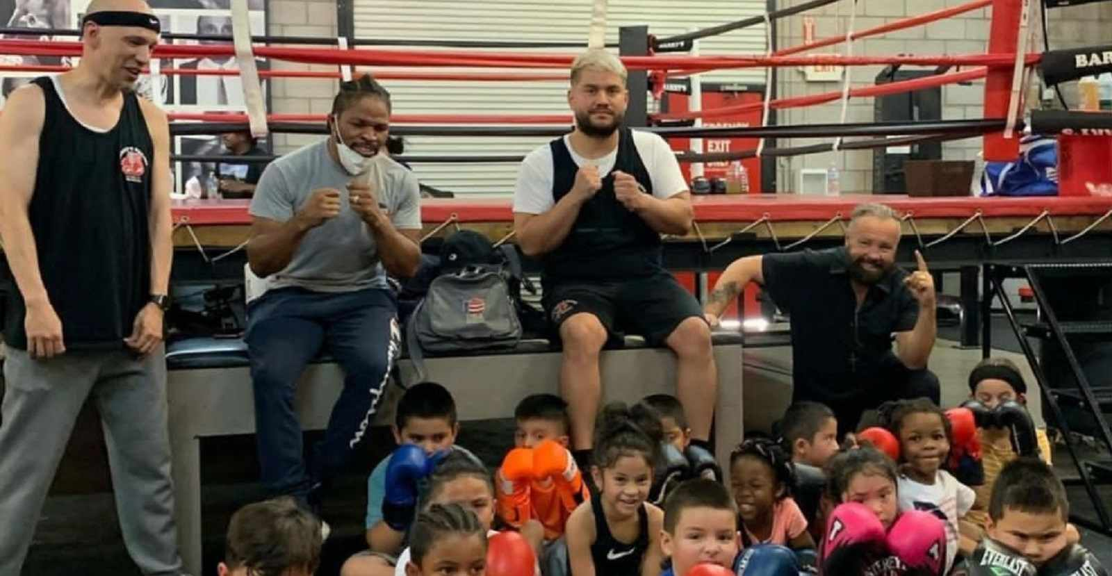 Shawn Porter Gives Back To Amateur Boxing