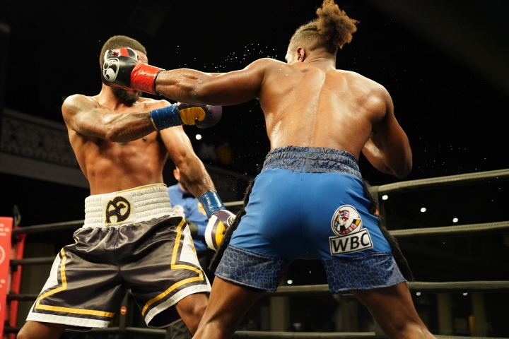 dirrell-davis-fight (26)