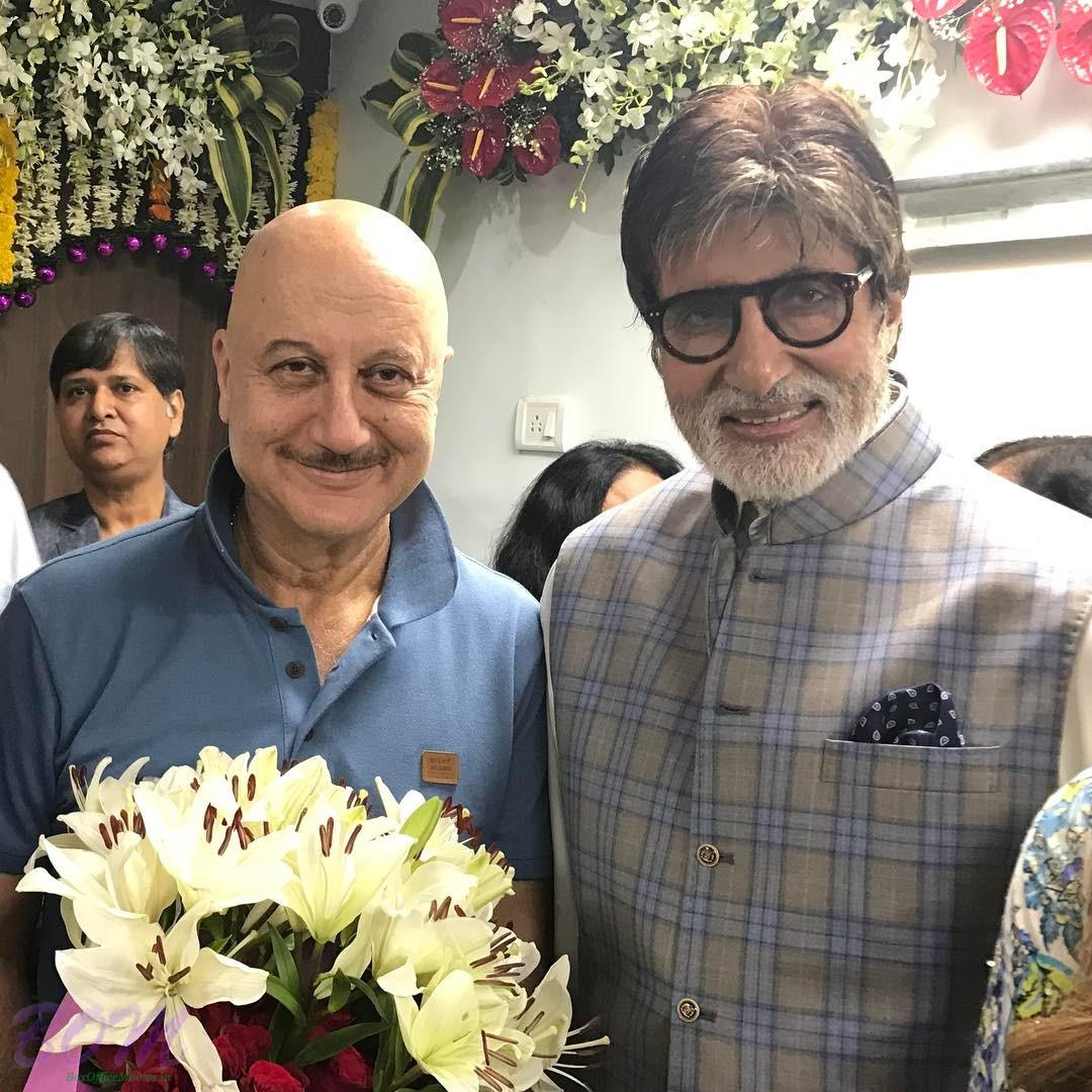 Anupam Kher find it inspirational meeting Amitabh Bachchan in this picture