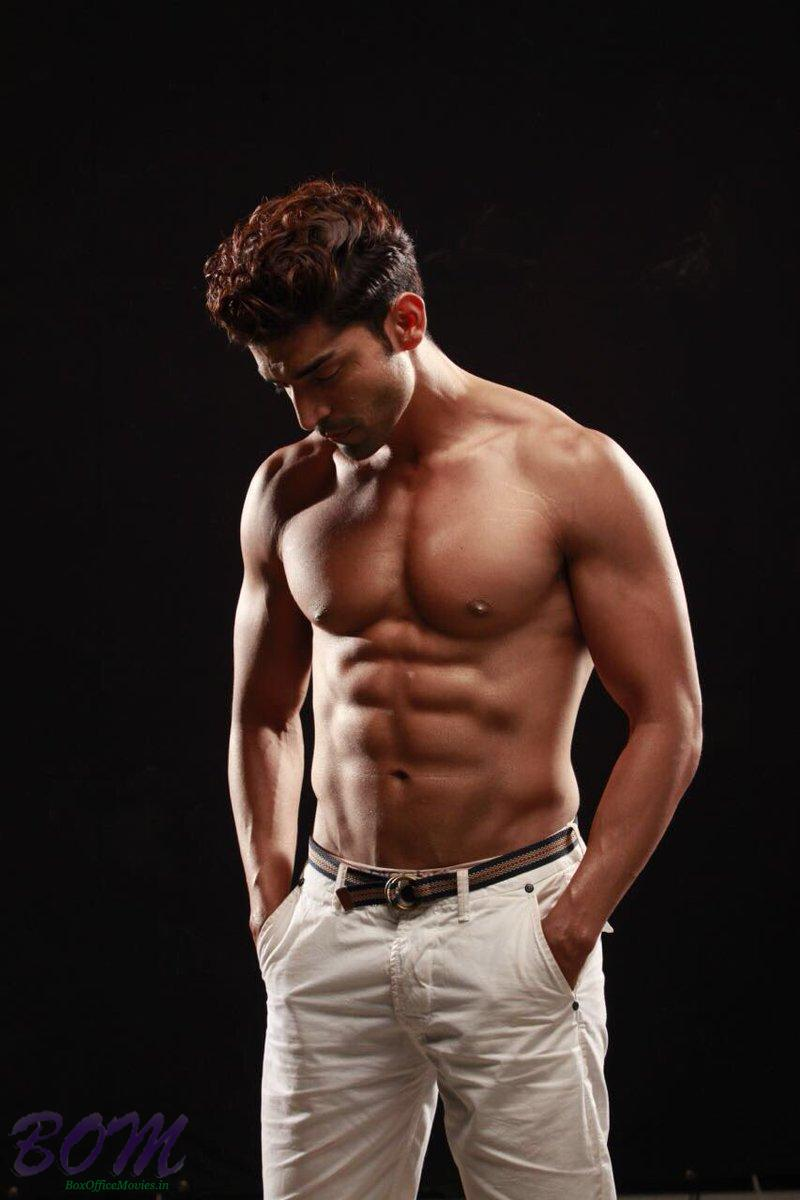 GURMEET CHOUDHARY simple pic with bare chest