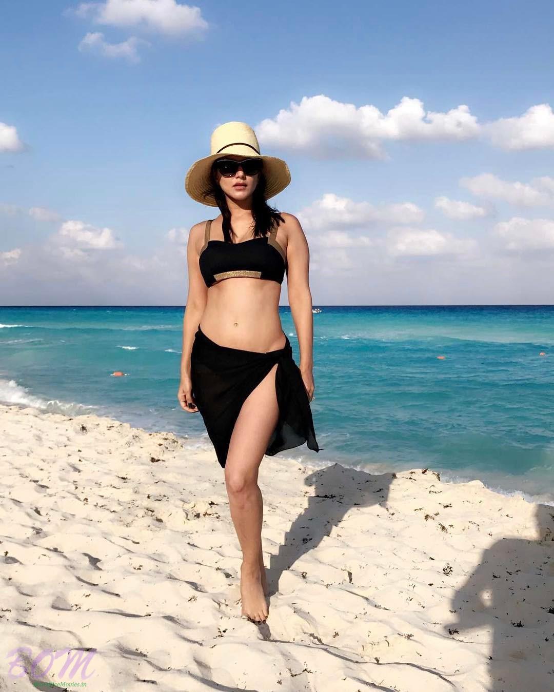 Sunny Leone enjoying at Cancun Mexico