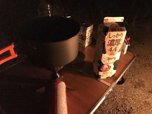 車中泊猟の夜長を利用して焚き火のそばで今話題の「蘇」を作ってみた。
