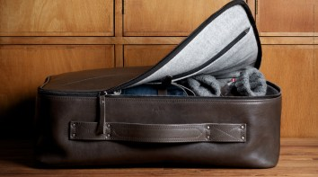 Carry-On-Suitcase-Smoke-08