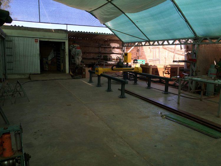 BN FABRICACIONES Fecha: 28 abril, 2015 Benito Juárez, Sonora, México. Pantógrafo MARK6-H (modelo descontinuado) con área de corte de 4×10 pies. Está equipado con una fuente de plasma modelo Powermax85 de la marca Hypertherm y un sistema de oxicorte BOYSER con control altura manual.