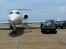 G550-with-Waiting-Navigators-+-Security-300x225