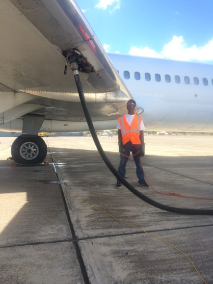 Chris Fueling MD-80