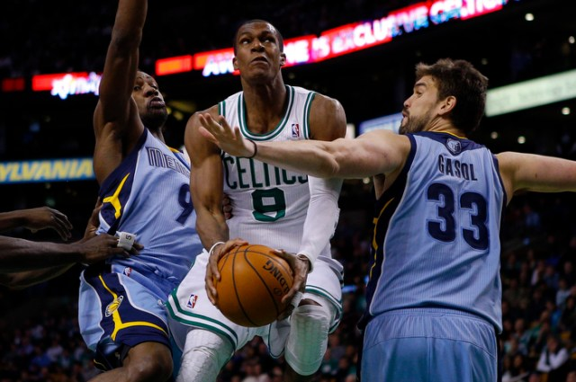 Boston Celtics guard Rajon Rondo (C) drives the basket between Memphis Grizzlies guard Tony Allen (L) and Grizzlies center Marc Gasol in the second half of their NBA basketball game in Boston, Massachusetts January 2, 2013.
