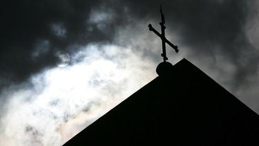 Missbrauch in der katholischen Kirche durch Priester | Bild: picture-alliance/dpa/Friso Gentsch