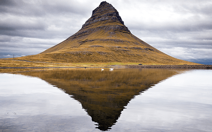 Kirkjufell-is-surprisingly-easy-to-climb-©-SnorriThor-Shutterstock