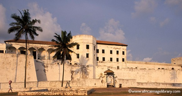 St George's Castle in Elmina offers excellent views across to the beach and over the town © Ariadne Van Zandbergen