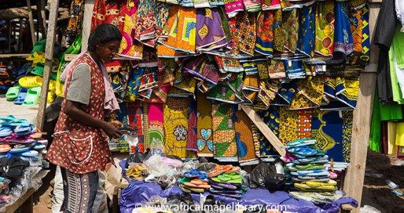 Kente cloth on sale at Agomanya Market © Ariadne Van Zandbergen