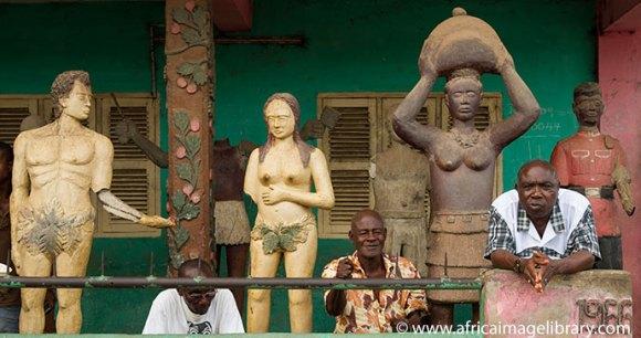 A posuban shrine of Adam and Eve in Elmina © Ariadne Van Zandbergen