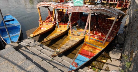 House boat Srinigar Jammu and Kashmir India by J&K Tourism