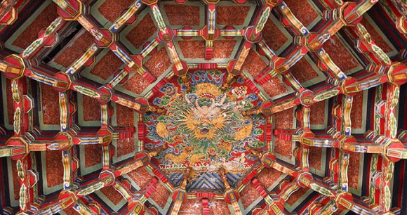 Longshan Temple Lukang Taiwan by AngoMoKio Wikimedia