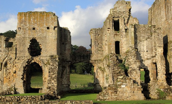 Easby Abbey Yorkshire Dales by Dunpharlain wikimedia Commons