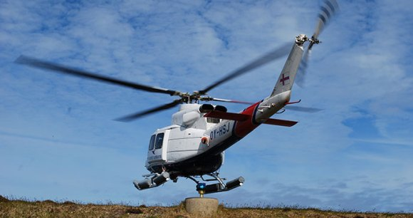 Helicopter Faroe Islands by Eric Christensen, Wikimedia Commons