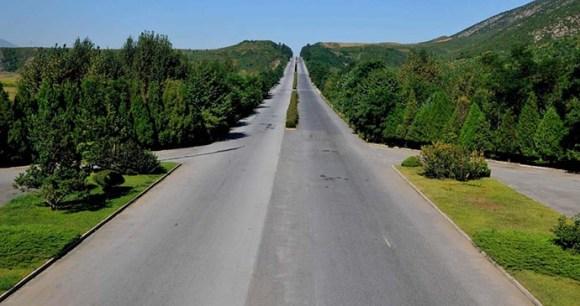 Highway between Pyongyang and Kaesong © North Korea Shane Dallas