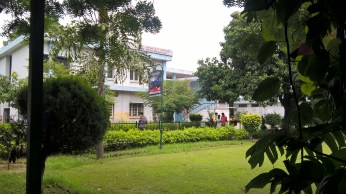 greenery andc Front view pic of ANDC Acharya Narendra dev college picture image photo