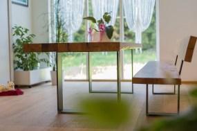 Massivholztisch mit Bank in Eiche-Altholz