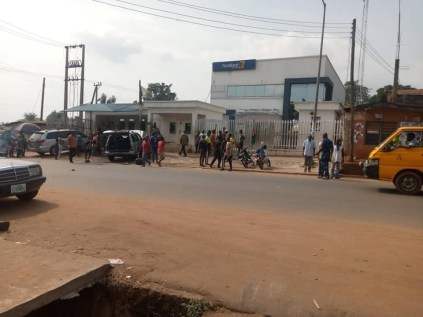 Gunmen Destroy Vehicles In Anambra Community