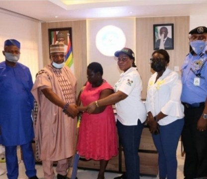 Lagos State Govt Hands Over Amputee Sachet Water Hawker To Her Kinsmen