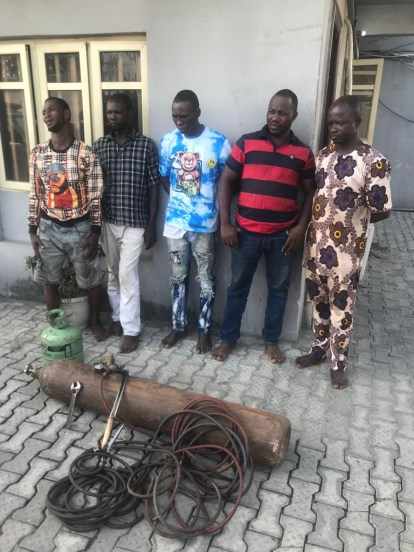 See Photos As Lagos Police Reject N500,000 Bribe Offered To Them By Suspects Arrested With Stolen Construction Materials