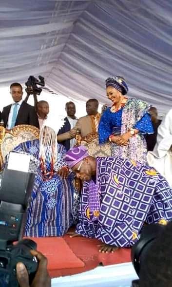 Ex-President, Obasanjo Prostrates Before King In Abeokuta