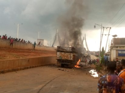 Lorry Kills 8 Hawkers, Youths Burn Lorry-Load Of Cows In Anambra