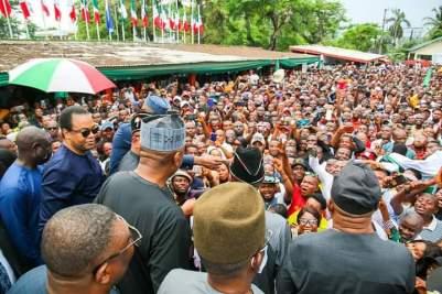 Saraki Welcomes Donald Duke Back To PDP, See Massive Crowd