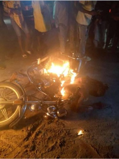 See Photos As Suspected Phone Thief And POS Robber Are Killed, Set Ablaze In Delta