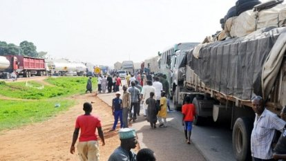 Travelers Stranded As Protesting Villagers Block Kaduna-Abuja Highway
